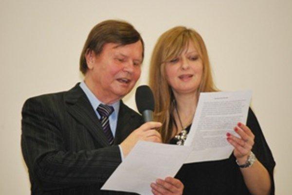 Dušan Grúň zaspieval spolu s novomestskou speváčkou Mirkou Klimentovou novomestskú hymnu