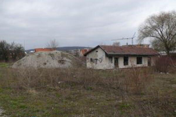 Priestor určený na bytovú výstavbu v súčasnosti pôsobí nedôstojne.