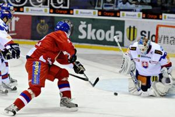Jánovi Lašákovi sa v KHL darí.