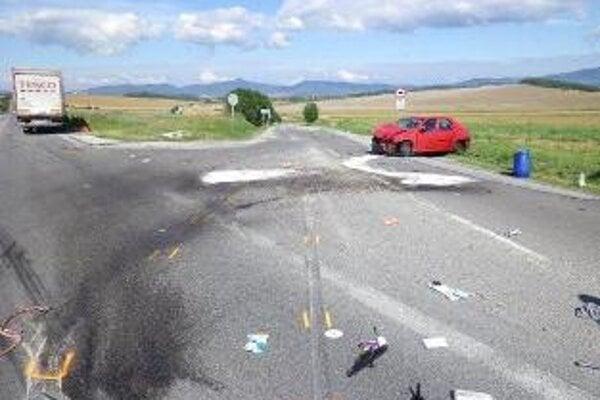 Pri Bánovciach nad Bebravou sa zrazili dve autá