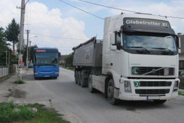 Kolízia dôchodkyne a kamiónu mohla skončiť tragicky.