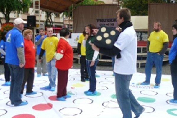 Na námestí hru hrali prvý raz v roku 2010.