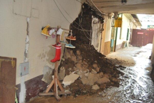 V budove prasklo potrubie