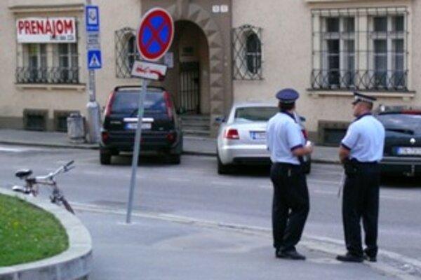 Do radov mestskej polície prijímajú najmä výsluhových armádnych a policajných dôchodcov.