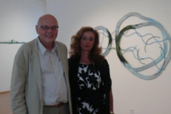 Výtvarník Jiří Kubový s riaditeľkou GMAB Danicou Loviškovou.