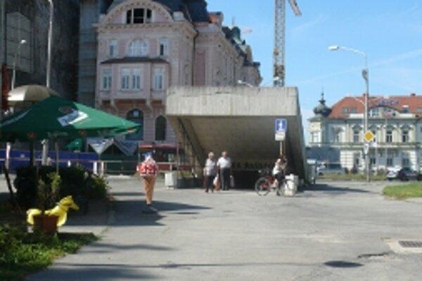 Podchod, ktorý sa nachádza na trase od železničnej stanice do centra desí Trenčanov i návštevníkov mesta.
