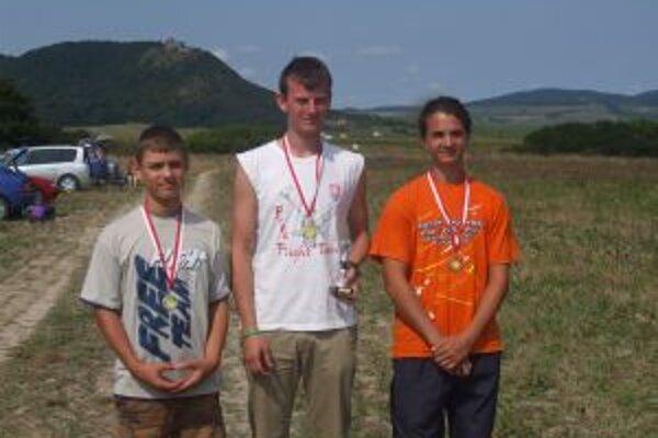 Samuel Zachara a Matej Beták (prvý a druhý zľava) v Prešove obsadili medailové umiestnenie.