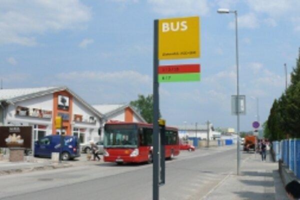 Prístrešok chýba aj na Zlatovskej ulici, na konečnej zastávke MHD.