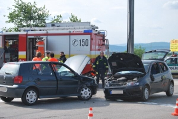 V Hornej Strede sa zrazili dve osobné autá.