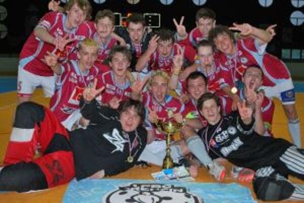Juniorski florbalisti 1. FBC obhájili v Dolnom Kubíne titul spred roka.
