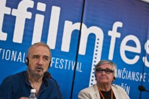 Svetoznámy scenárista Jean-Claude Carriere na tlačovej konferencii.