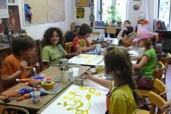 Detí v triedach bude viac, učiteľom nepreplatia nadčasy