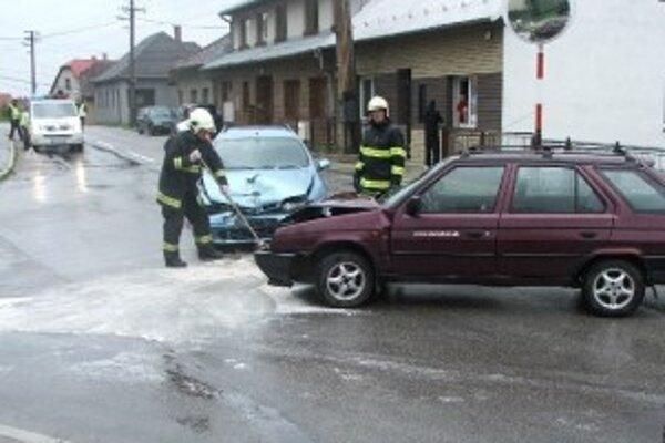 Dopravná nehoda v Skalke nad Váhom sa stala v nedeľu na poludnie.