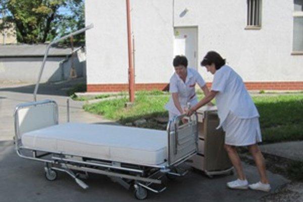 Nemocnica dostala tridsaťdeväť vyradených postelí