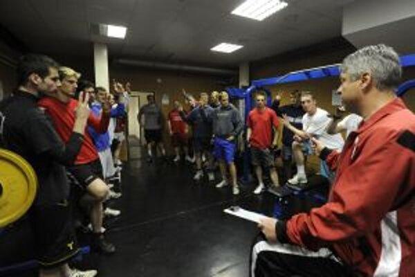 Hokejisti Dukly včera rozbehli letnú prípravu na novú sezónu.