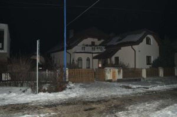 Mŕtvu ženu našli v rodinnom dome v Hrachovišti