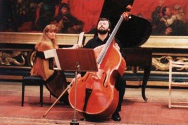 Na koncerte v Trenčíne sa predstavia kontrabasista Radoslav Šašina a klaviristka Dana Šašinová - Satury.