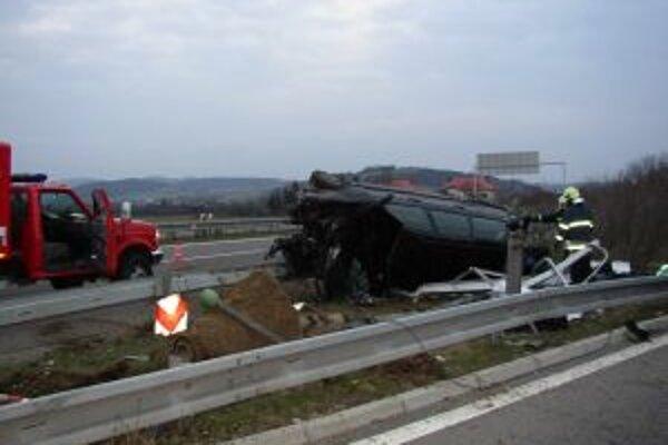 Hasiči vlani najčastejšie zasahovali pri dopravných nehodách.