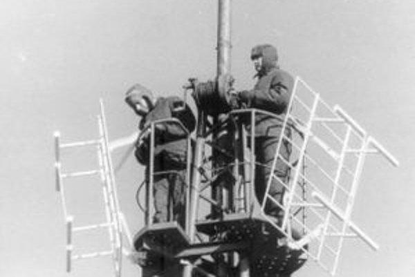 Prvý stožiar vysielača