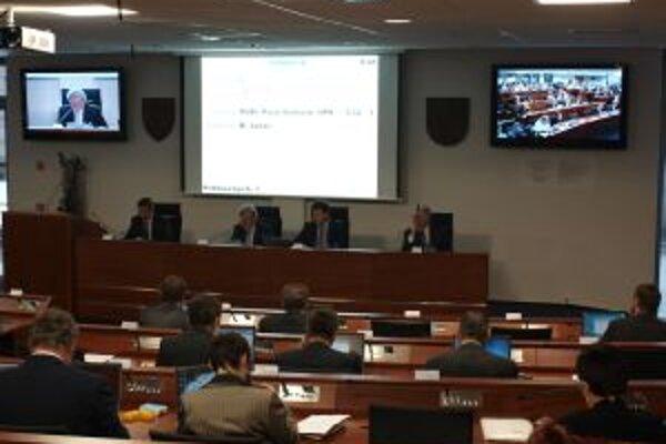 Rozpočet nepodporili poslanecké kluby strán SDKÚ-DS a KDH.