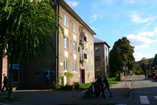 Dom na Rázusovej ulici, kde získal primátor byt v roku 1998 byt, keď bol poslancom.