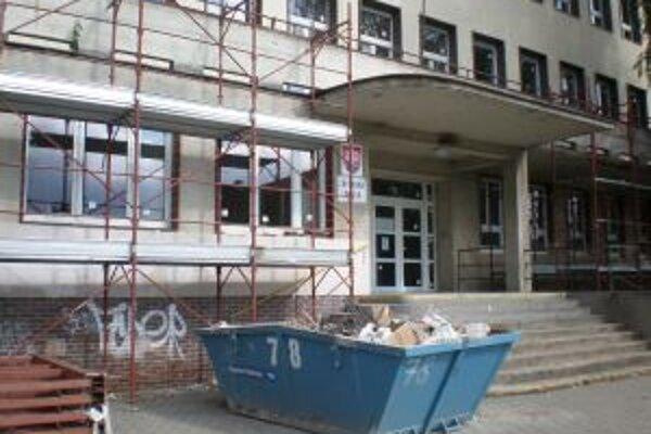 Základná škola na Veľkomoravskej ulici v Trenčíne.