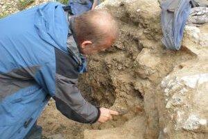 Matej Ruttkay na začiatku výskumu spochybnil vyhlásenie nálezu za národnú kultúrnu pamiatku.