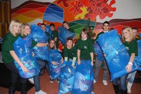 Študenti Gymnázia M. R. Štefánika nazbierali 40 vriec šatstva