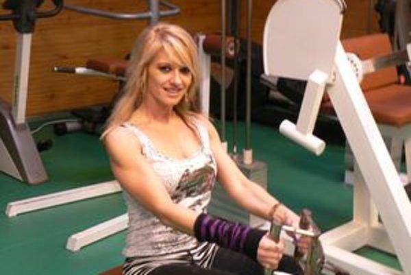 Známa slovenská fitneska Gabriela Ježíková z Trenčína sa popri trénovaniu mladých fitnesiek venuje aj  rozhodovaniu a modernému tancu.