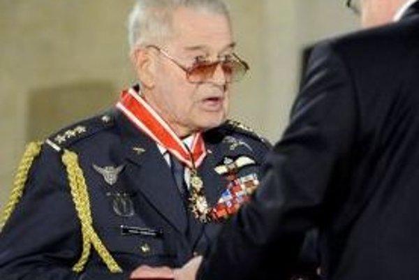Slovák, rodák z Hrachovišťa, Imrich Gablech prevzal z rúk prezidenta Českej republiky vysoké štátne vyznamenania.