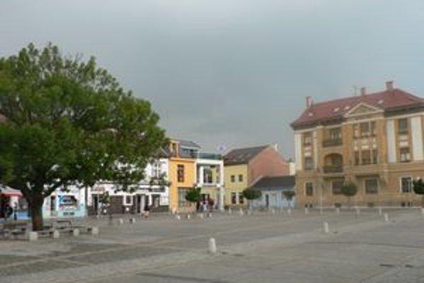 Centrum Nového Mesta nad Váhom. V tomto regióne je bez práce takmer 6000 ľudí.