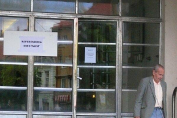 Na Mestský úrad prišlo do obeda len niekoľko voličov.