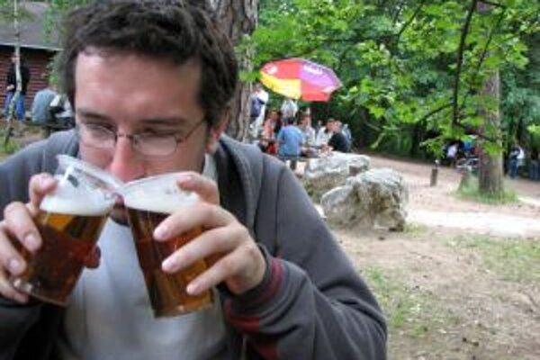 Už aj v Trenčíne má byť pitie alkoholu na verejnom priestranstve zakázané
