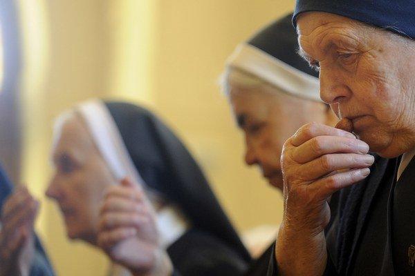 Foto zo spomienkového stretnutia rehoľných sestier v kláštore Kongregácie Dcér sv. Františka Assiského v bratislavskom Prievoze.