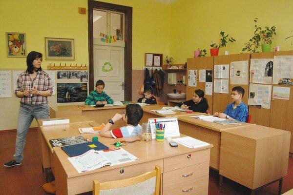 V Spojenej škole v Levoči učí vyštudovaná žurnalistka Veronika Klindová.