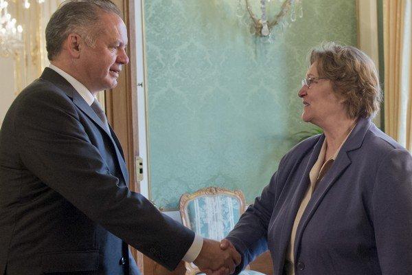 Prezident SR Andrej Kiska prijal v Bratislave verejnú ochrankyňu práv Janu Dubovcovú v ten istý deň, ako v poloprázdnej sále národnej rady predniesla svoju správu za rok 2014.
