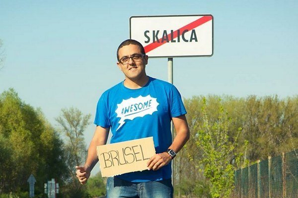Slovenského Róma podporil vo voľbách hollywoodsky skladateľ.