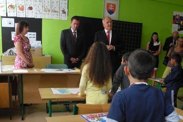 Dušan Čaplovič prišiel po emotívnom liste do školy v Dobšinej. Učiteľkám ale nepomohol.