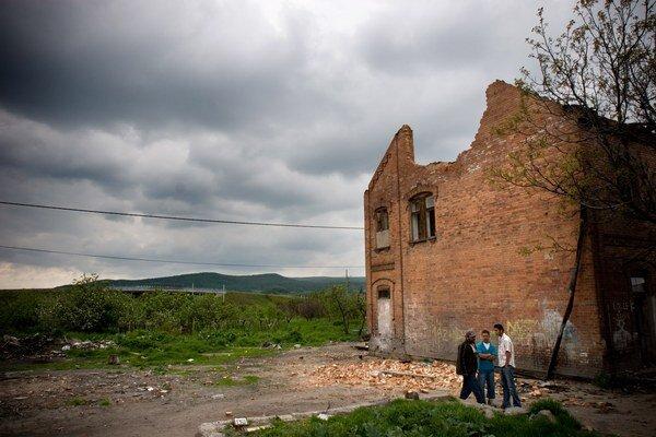 Chudoba ohrozuje na Slovensku najmä Rómov.