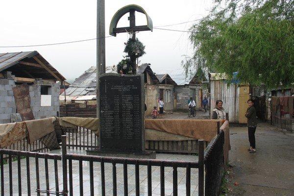 Pamätník obetiam povodní v jarovnickej osade.