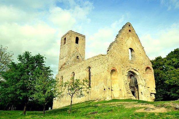 Zrúcanina kostola v roku 2014.