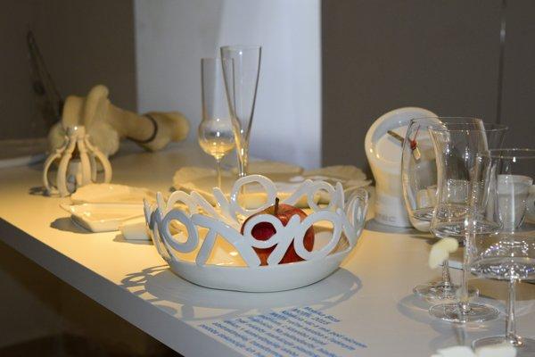 Výstava Na stole v bratislavskej Galérii X potrvá do 23. apríla.
