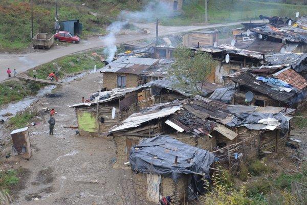 Ilustračné foto osady v Hermanovciach, 2015. Obraz absolútnej chudoby v centrálnej Európe.