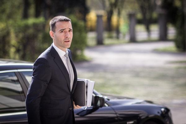 Minister zdravotníctva Tomáš Drucker prichádza na rokovanie vlády.
