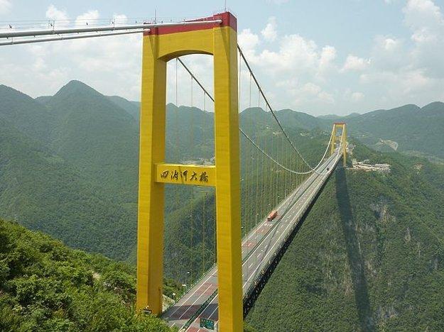 Most nad čínskou riekou Sidu meria 1.222 metrov.