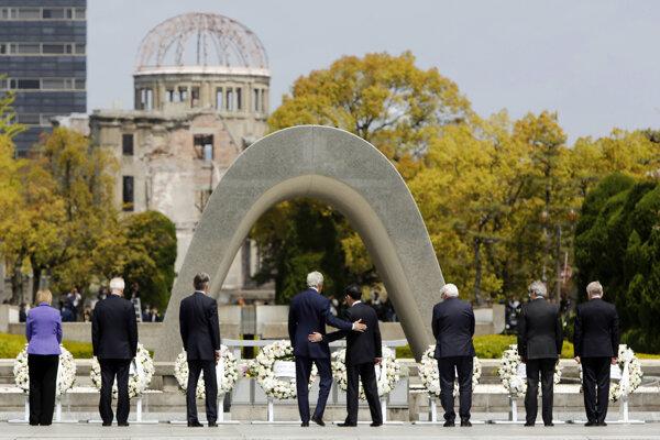 Sostatnými ministrami krajín G7 prišiel do Hirošimy išéf americkej diplomacie John Kerry.