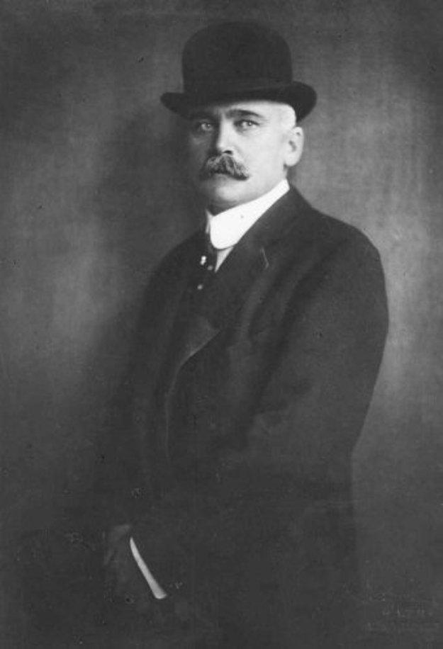 Gróf Elemér Lónay.