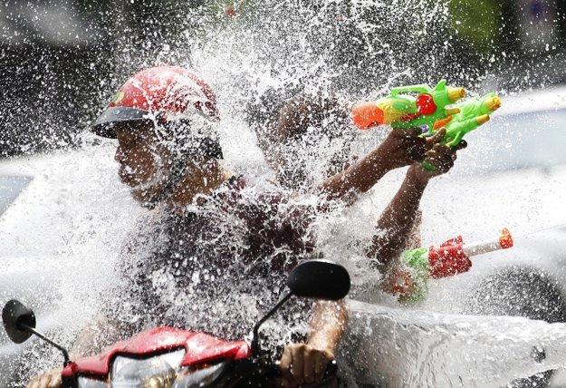 Vodné súboje v thajskom Bangkoku v roku 2015.