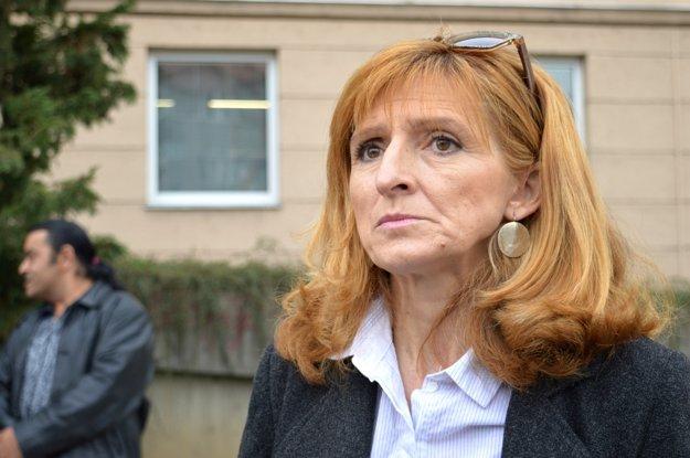 Poslankyňa národnej rady Viera Dubačová prejavila svojou prítomnosťou na pietnom akte podporu Rómom z Kotvy.