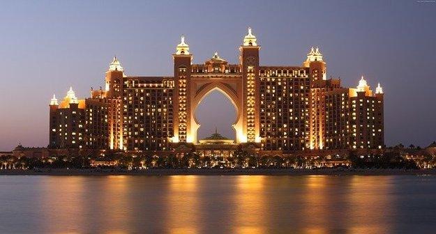 Hotel Atlantis postavili na umelo vybudovanom ostrove.